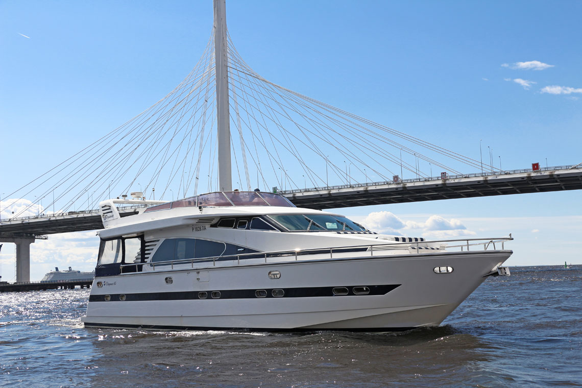 Аренда яхты Elegance65 в СПб от DALEX-VIP