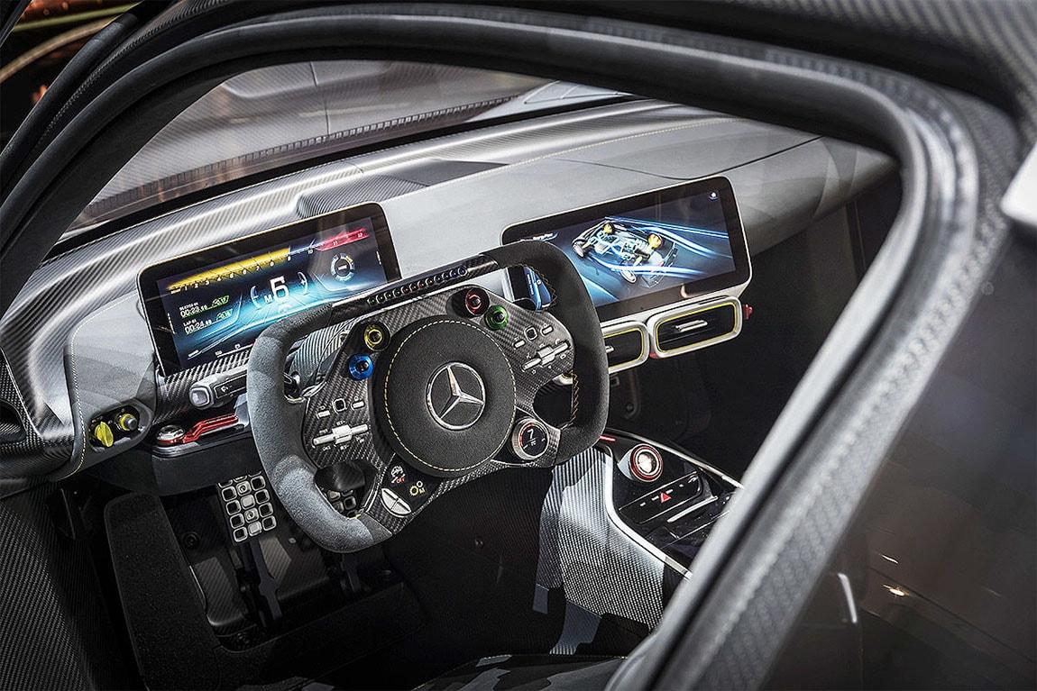 фото кокпит Mercedes